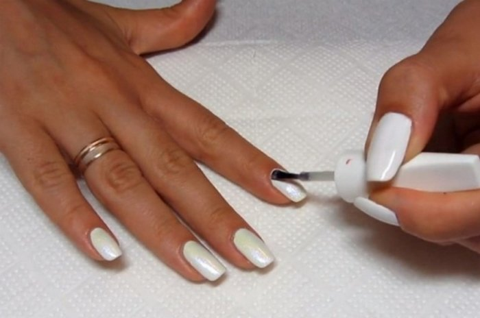 Покрытие ногтей топом