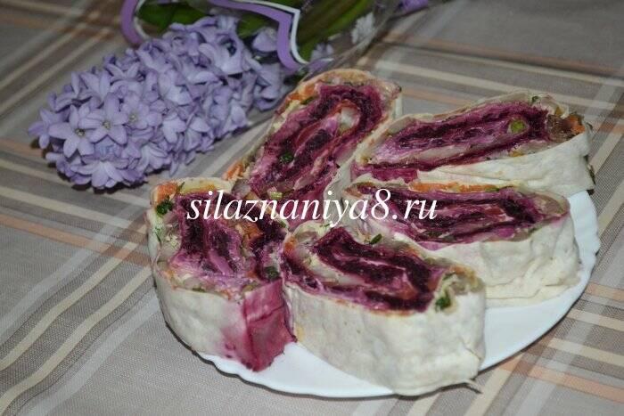 Салат селедка под шубой в лаваше