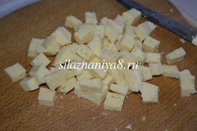 Салат с ананасами курицей и сыром