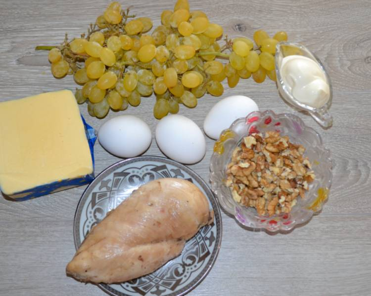 салат тиффани с курицей виноградом и грецкими орехами