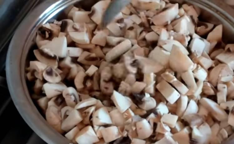 Салат Подсолнух с чипсами классический с грибами