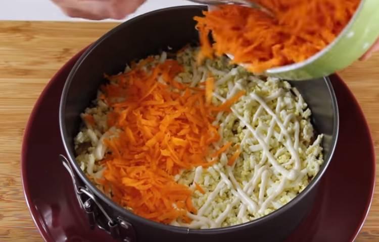 Салат французский с яблоком и морковью слоеный
