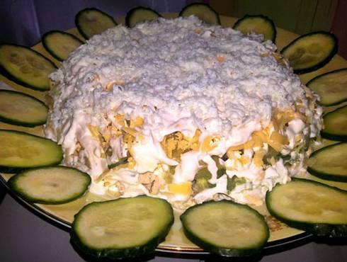 Сырный салат с ананасами и свежим огурцом