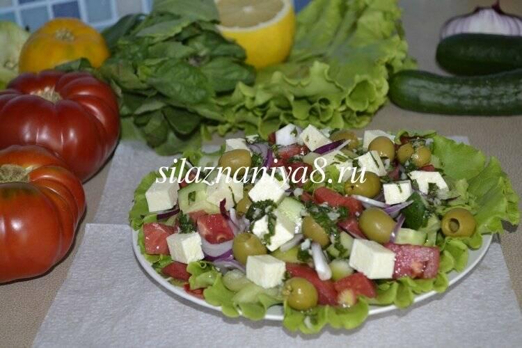 Греческий салат с сыром брынза классический