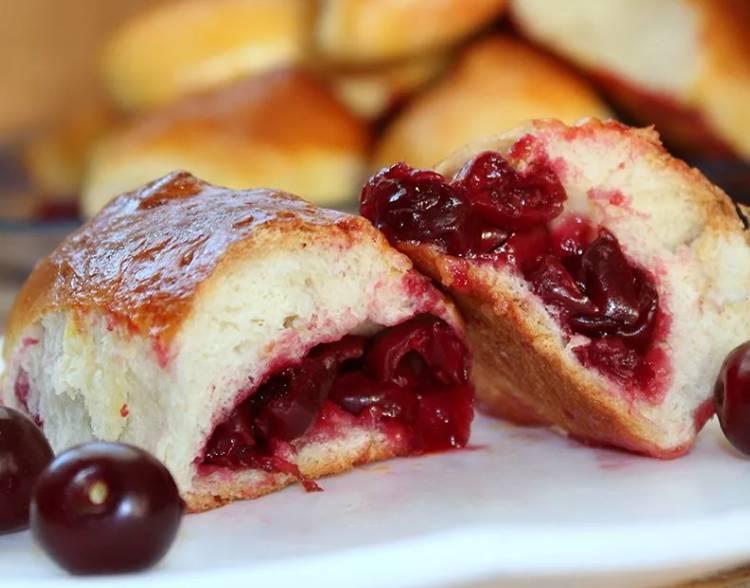 Пирожки с вишнями в духовке