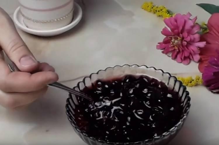пятиминутка из черной смородины без воды