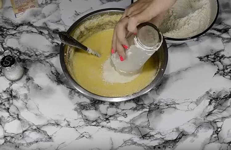 Пирожки с вишней в духовке из дрожжевого теста