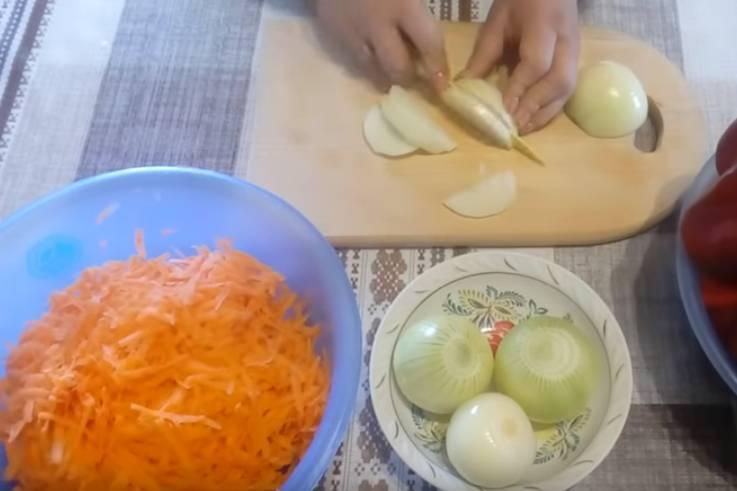 лечо из помидор, перца, моркови и лука
