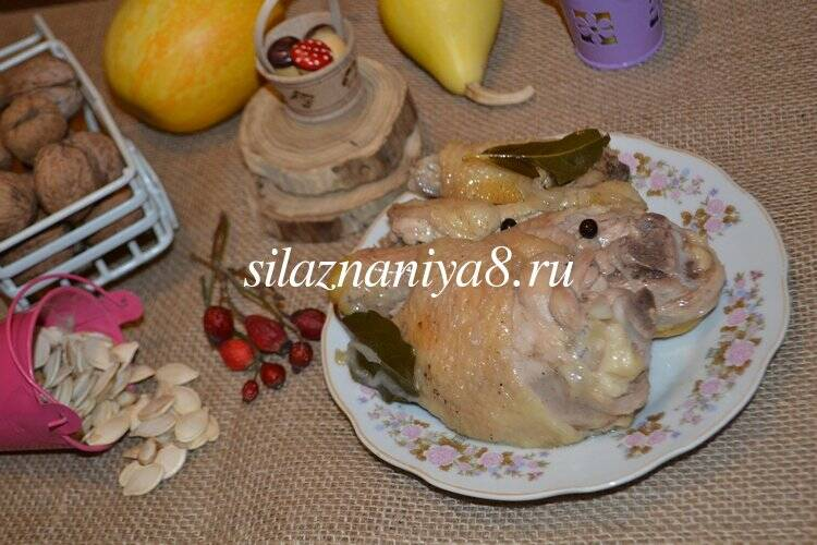 Курица тушеная кусочками в казане