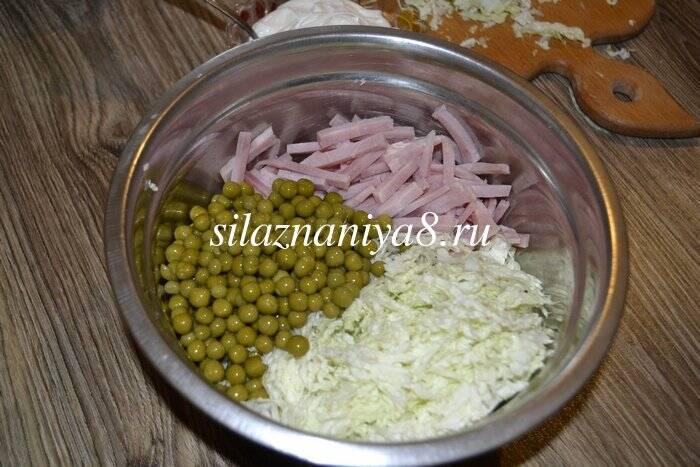 Салат днестр с колбасой и капустой