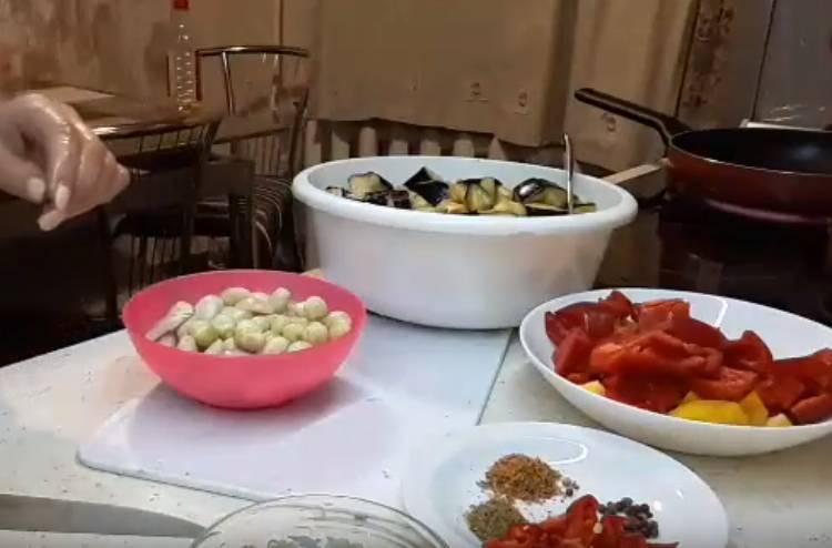 Баклажаны с фасолью и грибами на зиму