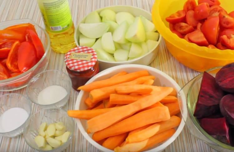 Борщ в банке из свеклы и моркови с помидорами