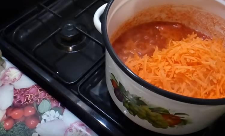 Салат баклажаны с фасолью и овощами