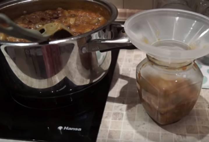 Фасолевый салат с баклажанами