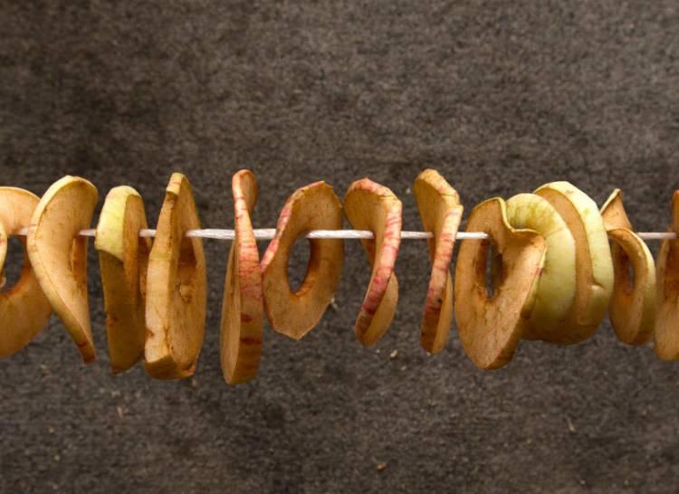 яблоки сушеные на нитке