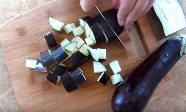 баклажаны нарезанные кубиками