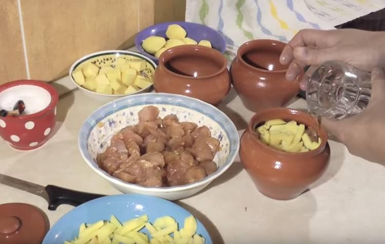 курица в горшочка с картошкой