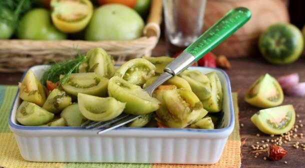 Соленые зеленые помидоры холодным бочковым способом