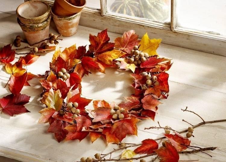 венок из листьев на дверь