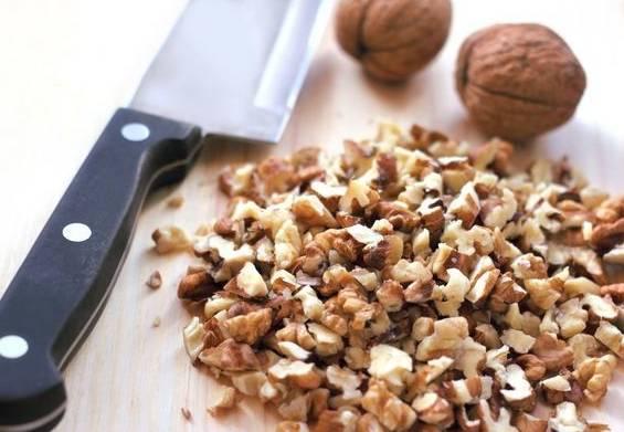 грецкие орехи кусочками