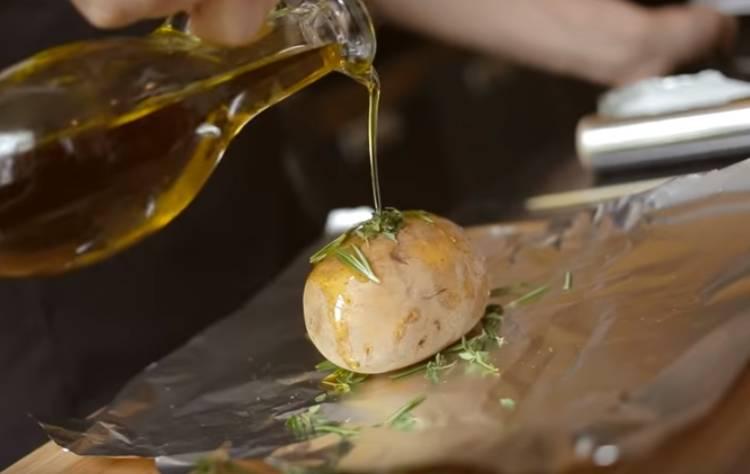 картошка в фольге в духовке целиком