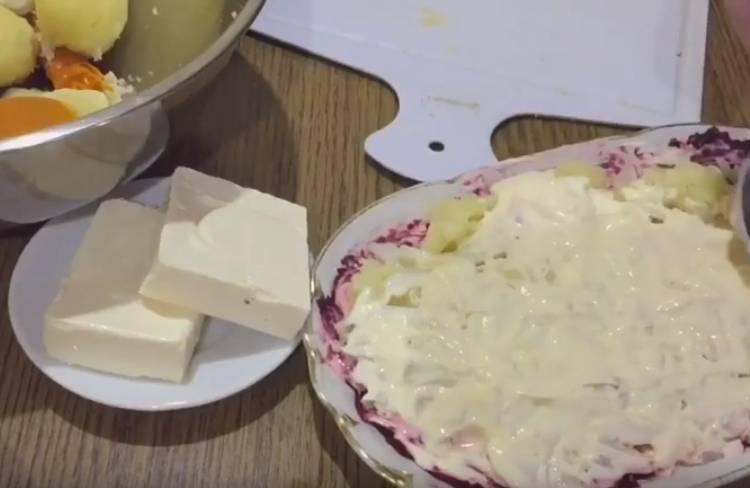 салат селедка под шубой с яблоком и сыром
