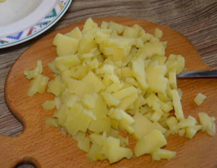 салат оливье с колбасой классический
