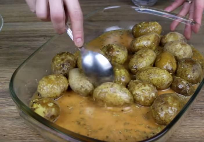 Картошка в духовке под фольгой