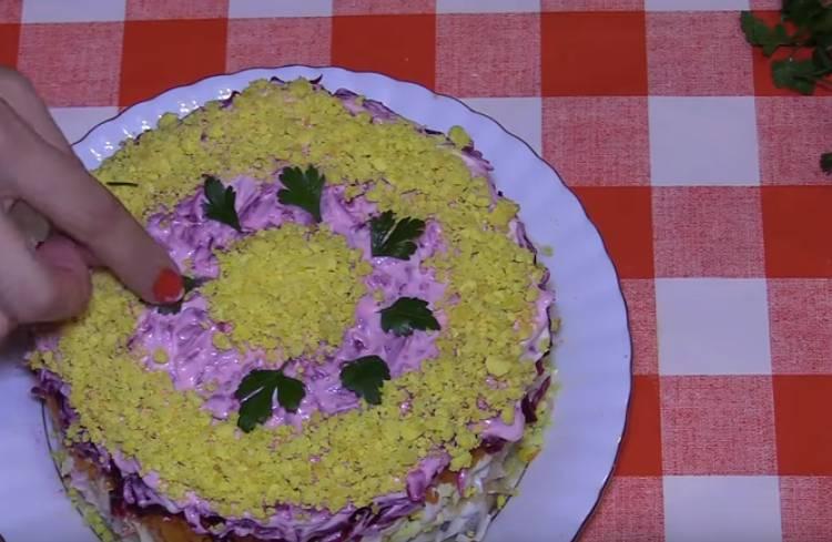 салат селедка под шубой с яблоком и яйцом