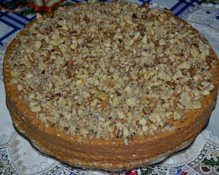 вафельный торт с грецкими орехами и вареной сгущенкой