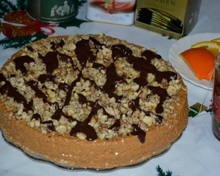 Вафельный торт с вареной сгущенкой и орехами
