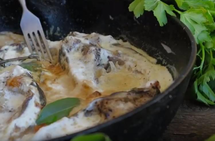 карп в сметане на сковороде