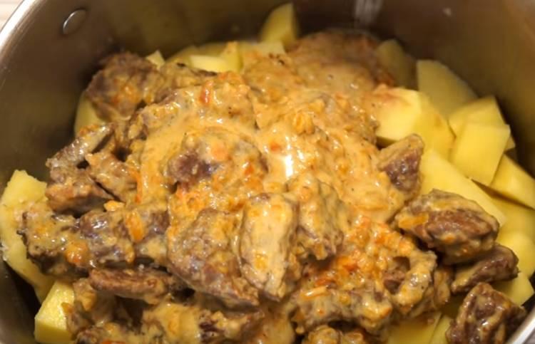 картофель в горшочках в духовке с мясом говядины