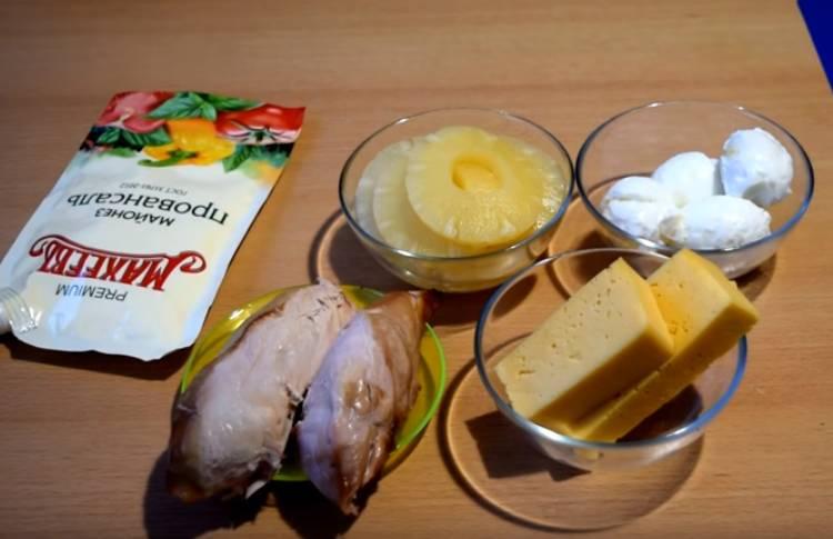 салат невеста с копченой курицей и ананасами