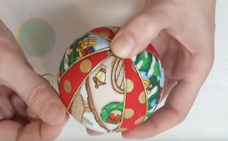 ёлочный шар в технике кимекоми из пенопласта