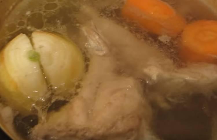 холодец из куриных лапок и филе
