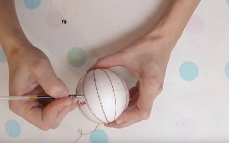 ёлочный шар в технике кимекоми