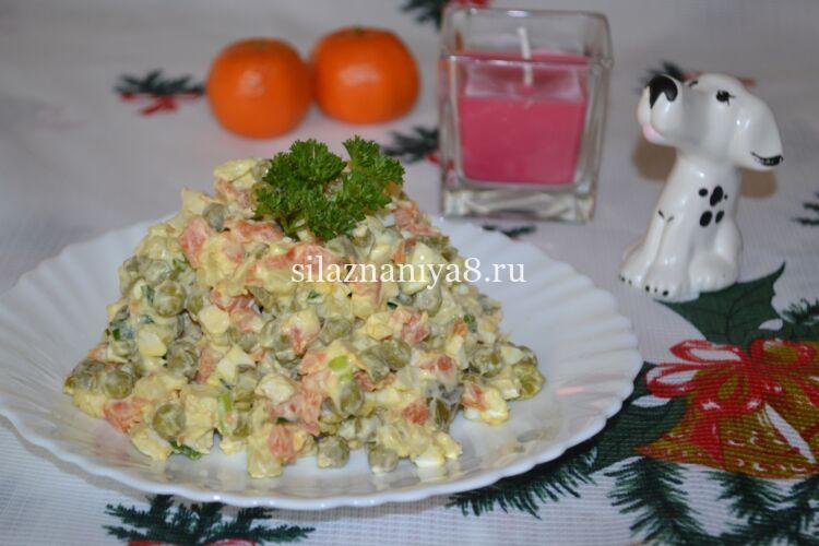 Салат зимний оливье с курицей и солеными огурцами