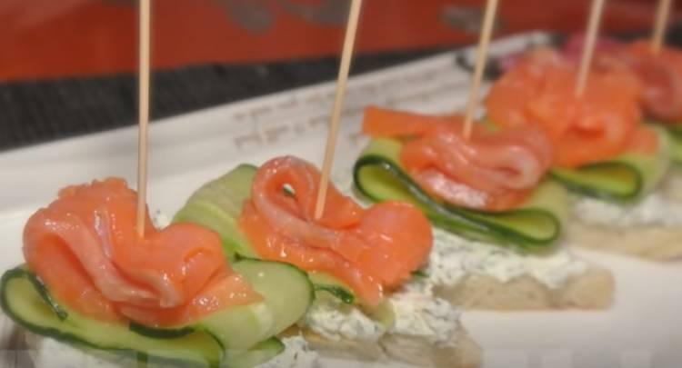 бутерброды с красной рыбой и творожным сливочным сыром