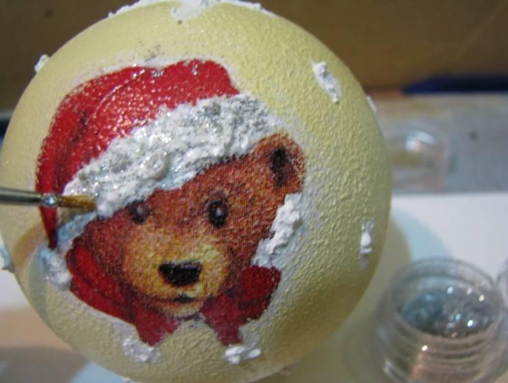 декупаж новогодних шаров с объемными элементами