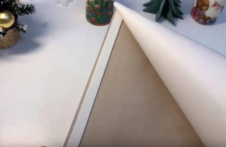 елка из ватных дисков в виде конуса