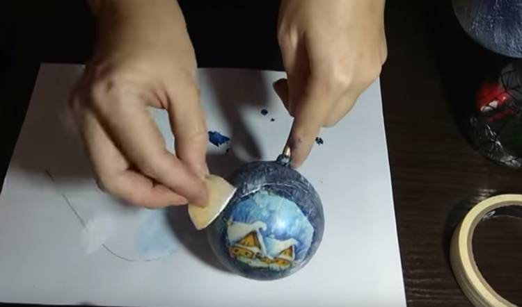 декупаж пластиковых шаров