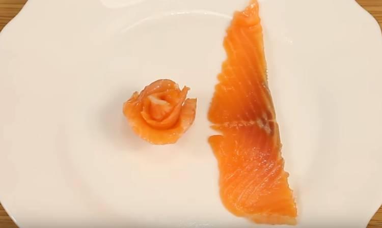 розочка с красной рыбы