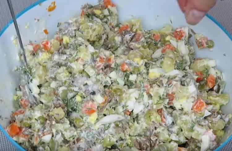 салат зимний с огурцами и говядиной