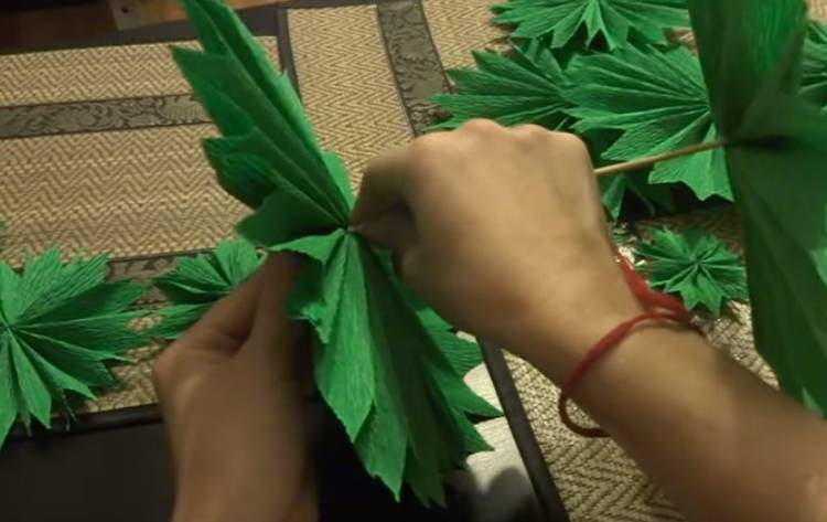 объемная елка из гофрированной бумаги