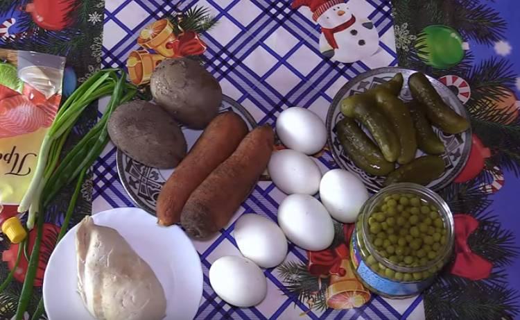 салат зимний с огурцами и курицей