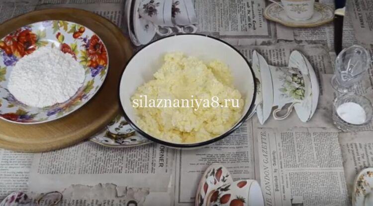 Пышные сырники из творога с манкой без муки на сковороде