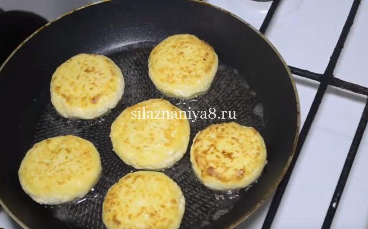 сырники из творога с манкой без муки на сковороде