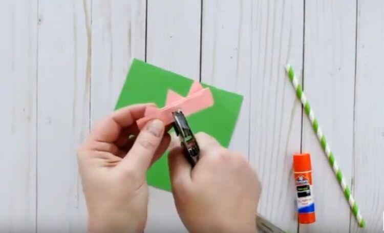 Тюльпан из бумаги на трубочке объемный