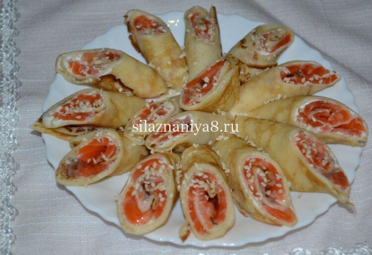 рулетики из блинов с красной рыбой и сыром